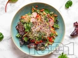 Салата с бейби спанак, моркови, репички и таханов дресинг с мед - снимка на рецептата